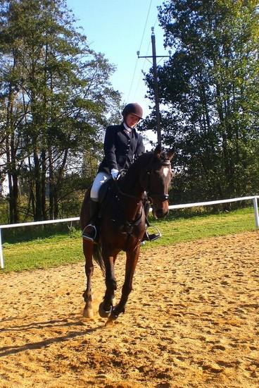 Radka Bubová na koni Kerland při drezurní úloze